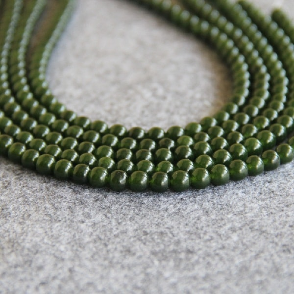 Бусы из зеленой яшмы