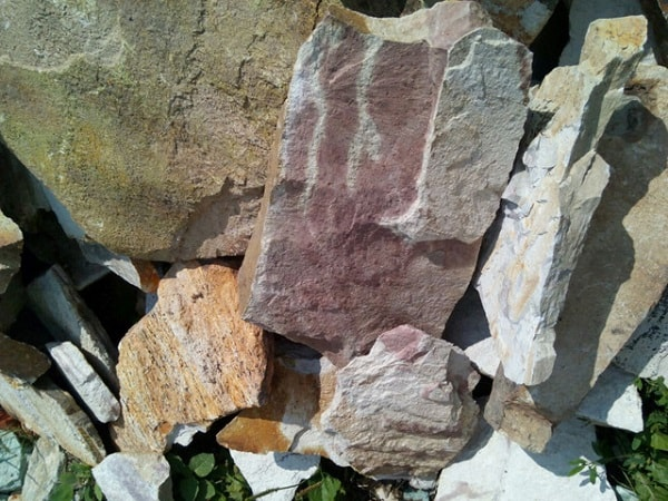 Флюидальный камень яшма