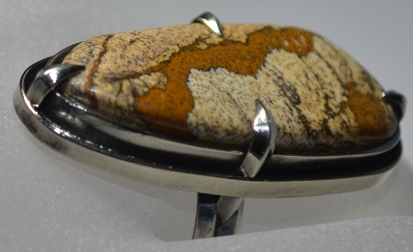 Кольцо с камнем яшма