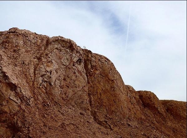 Горы - карьер по добыче яшмы