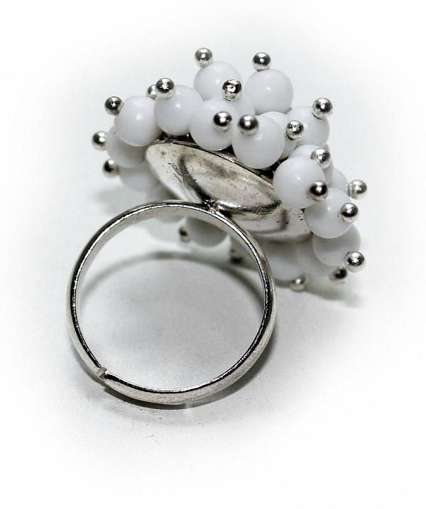 Белый агат кольцо
