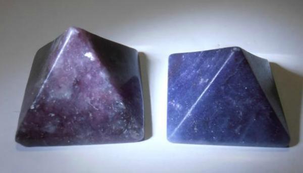 Камни лепидолита - дуэт