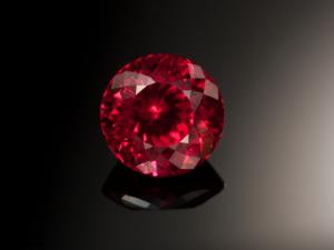 Красивый камень сапфир