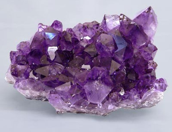 Кристаллы камня александрит