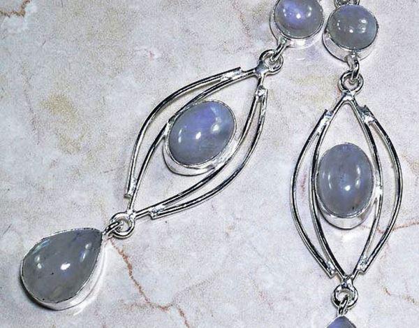 Серьги с лунным камнем из серебра