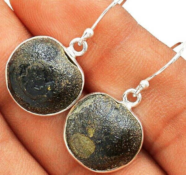 Серьги с камнем Боджи