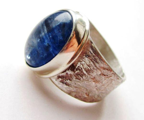 Перстень с кианитом
