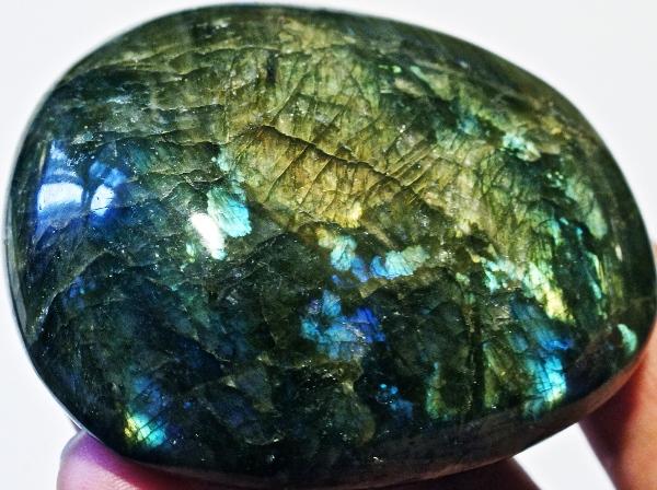 Камень лабрадор с Мадагаскара