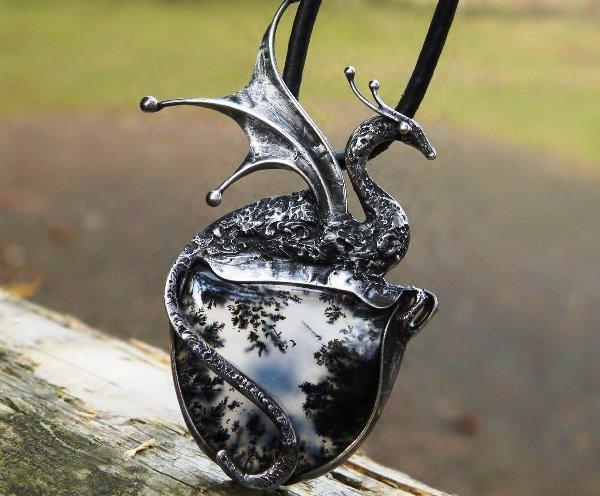 Красивый кулон с мерлинитом и серебром