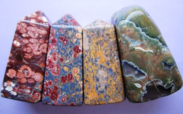 Разные оттенки камня риолит
