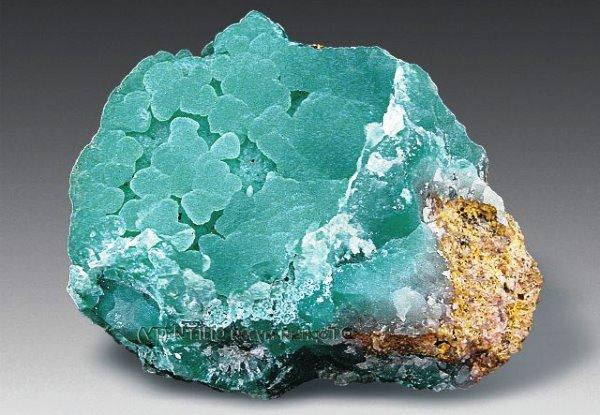 Неограненный камень смитсонит
