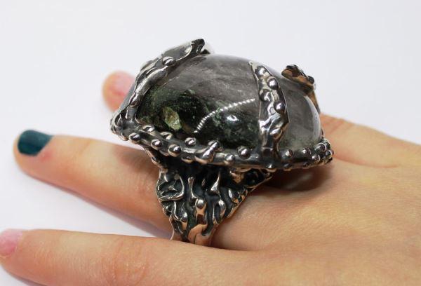 Красивое кольцо с хлоритом