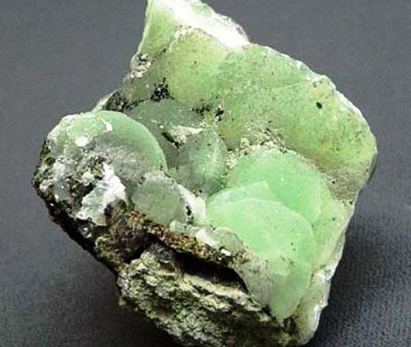 Камень пренит - натуральный минерал