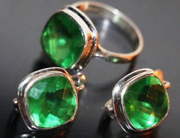 Серьги и кольцо с хризопразом