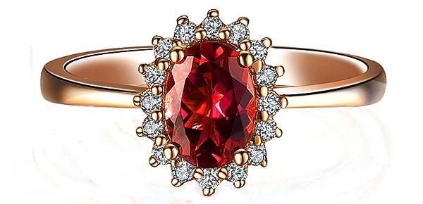 Золотое кольцо с красным турмалином