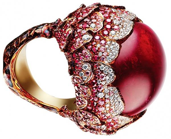 Золотое кольцо с рубеллитом-кабошоном