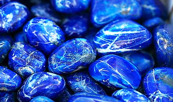 Лазурит — подходящий камень знака зодиака водолей