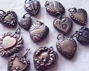 Набор потемневших серебряных украшений