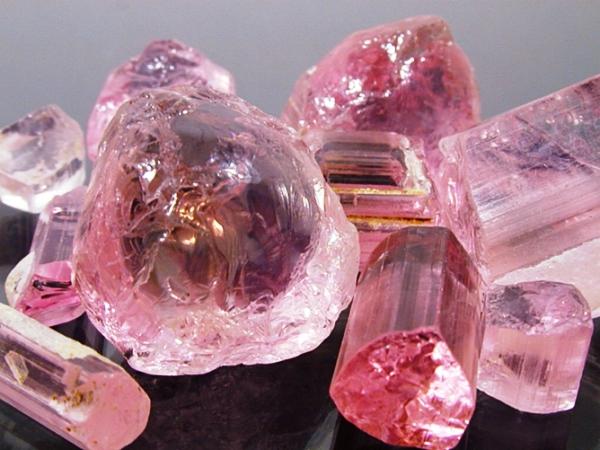 Драгноценный камень турмалин розовый