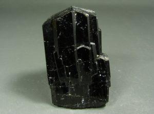 Неограненный кристал шерла