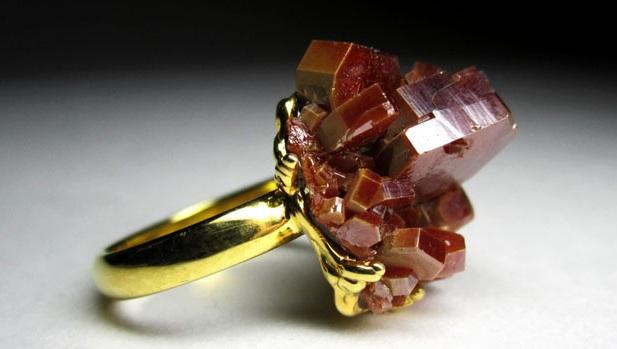 Кольцо с ванадинитом
